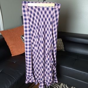 Max Studio full length plaid skirt w front ruffle